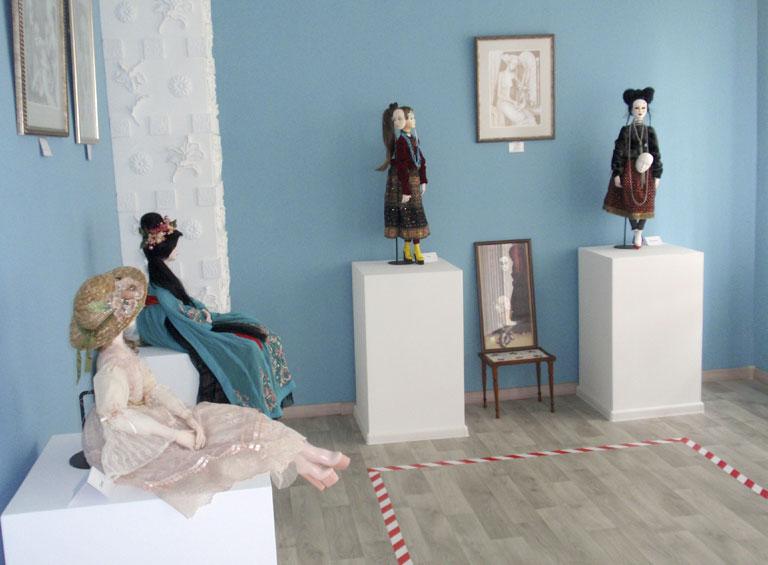 Большой голубой зал арт-галереи