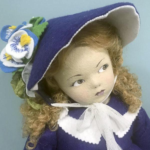 Кукла «Анюта» сделана из фетра, одежда - фетр с аппликацией из фетра и вышивка